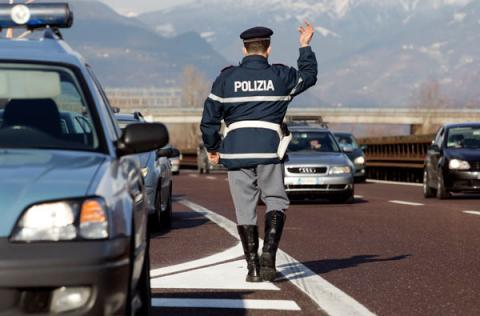 a22-agenti-polizia12123631